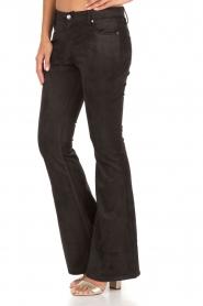 NIKKIE | Suéde look flare broek Leyla | zwart  | Afbeelding 4