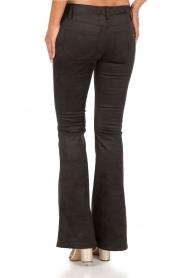 NIKKIE | Suéde look flare broek Leyla | zwart  | Afbeelding 5