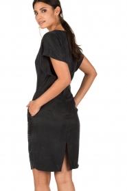 Dante 6 | Cupro jurk Venour | donkerblauw  | Afbeelding 5