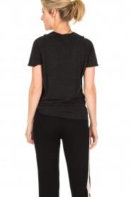 Zoe Karssen | T-shirt Raglan | zwart  | Afbeelding 5