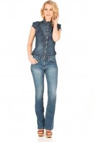 ELISABETTA FRANCHI | Mouwloze denim blouse Pien | blauw  | Afbeelding 3