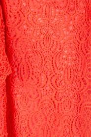 Ana Alcazar | Kanten off-shoulder jurk Flaris | koraal  | Afbeelding 6