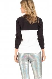 Zoe Karssen | Sweater Delicato | zwart/wit  | Afbeelding 4