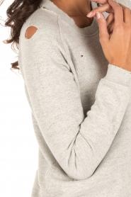 Zoe Karssen | Sweater Destroyed | grijs  | Afbeelding 6