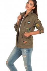 Leon & Harper | Jas met patches Vibe | khaki groen  | Afbeelding 4