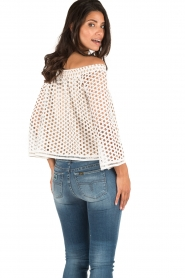 NIKKIE | Off-shoulder blouse Rona Bardot | wit  | Afbeelding 5