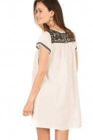 Star Mela | Geborduurde jurk Samta | naturel  | Afbeelding 4