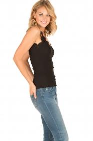 Rosemunde | Zijden V-hals top Babette | zwart  | Afbeelding 3