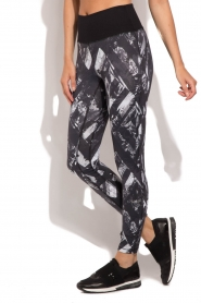 Casall |  Sports leggings Distorted Flower | grey  | Picture 2