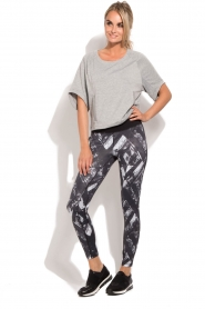 Casall |  Sports leggings Distorted Flower | grey  | Picture 3
