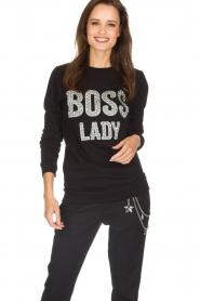 NIKKIE | Sweater Boss Lady | zwart  | Afbeelding 2