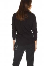 NIKKIE | Sweater Boss Lady | zwart  | Afbeelding 4
