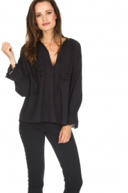 Leon & Harper |  Top Camomille | black  | Picture 2