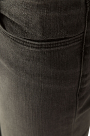 J brand | Mid-rise skinny Night Bird | donkergrijs  | Afbeelding 6