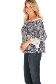 Alice & Trixie |  Silk off-shoulder top Trysta | blue/white  | Picture 6
