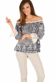 Alice & Trixie |  Silk off-shoulder top Trysta | blue/white  | Picture 2