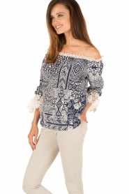 Alice & Trixie |  Silk off-shoulder top Trysta | blue/white  | Picture 4