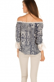 Alice & Trixie |  Silk off-shoulder top Trysta | blue/white  | Picture 5