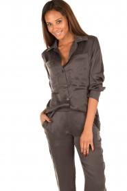 Sunday in Bed | Zijden pyjamashirt Carrie | grijs  | Afbeelding 2