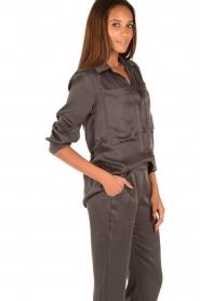 Sunday in Bed | Zijden pyjamashirt Carrie | grijs  | Afbeelding 3