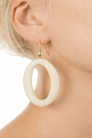 Miccy's | Oorbellen Stingray Hoops | naturel  | Afbeelding 3