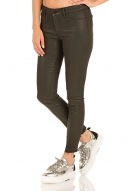 Articles of Society | Cropped skinny jeans met coating Sarah | groen  | Afbeelding 4
