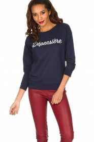 French Disorder | Luxe sweater Dépensière | Donkerblauw  | Afbeelding 2