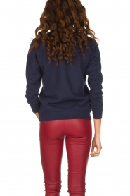 French Disorder   Luxe sweater Dépensière   Donkerblauw    Afbeelding 5