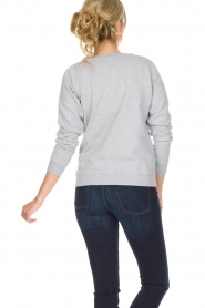 French Disorder | Luxe sweater Ohlala | lichtgrijs  | Afbeelding 5