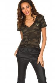 RAILS | T-shirt Military Camo Cara | legergroen  | Afbeelding 2