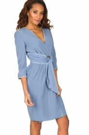 ELISABETTA FRANCHI | Overslag jurk Eloise | Blauw  | Afbeelding 5