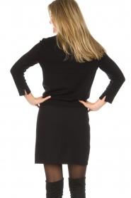 Set | Fijngebreide trui met blousekraag Jules | zwart  | Afbeelding 6