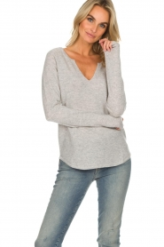 Not Shy |  Cashmere sweater Edith | light grey  | Picture 2