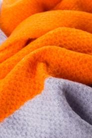Moment by Moment | Sjaal Eliane | oranje/lila   | Afbeelding 3