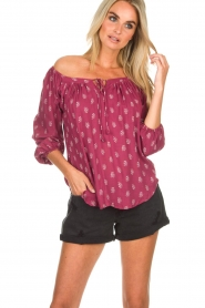 BEACHGOLD | Off-shoulder top Maisey | rood  | Afbeelding 2