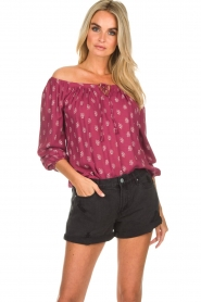 BEACHGOLD | Off-shoulder top Maisey | rood  | Afbeelding 5