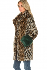 Kocca |  Faux-fur coat with leopard print Gillet | animal print  | Picture 4