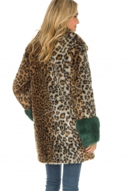 Kocca |  Faux-fur coat with leopard print Gillet | animal print  | Picture 5