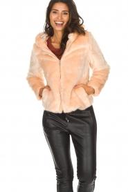 Kocca | Faux-fur jas met capuchon | nude  | Afbeelding 2