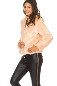 Kocca | Faux-fur jas met capuchon | nude  | Afbeelding 6