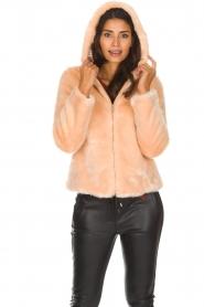Kocca | Faux-fur jas met capuchon | nude  | Afbeelding 4