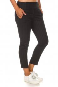 ba&sh | Pantalon met krijtstreep Bango | zwart  | Afbeelding 4