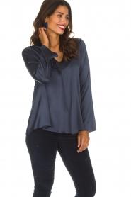 Blaumax |  Silk top Lorena | navy  | Picture 4