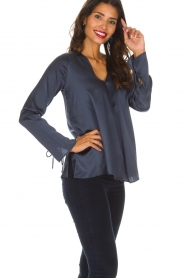Blaumax |  Silk top Lorena | navy  | Picture 5