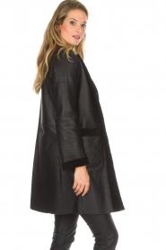 Arma | Omkeerbare lammy coat Dewi | zwart  | Afbeelding 8