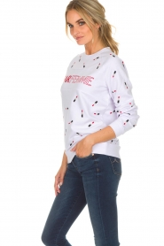 Zoe Karssen |  Sweater with lipstick print Optical | white  | Picture 4