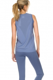 Varley |  Soft sports top with low-cut armholes Kennedy | blue  | Picture 5