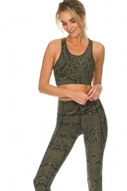 Varley |  Sports bra with snake print Berkely | green  | Picture 2