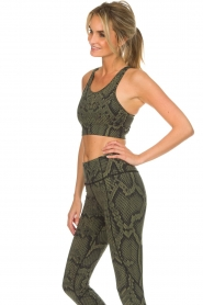 Varley |  Sports bra with snake print Berkely | green  | Picture 5