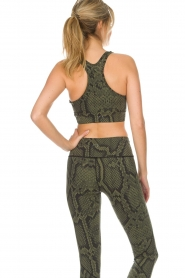 Varley |  Sports bra with snake print Berkely | green  | Picture 6